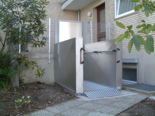 Rollstuhlhebebühne_Behindertenlift_Kärnten_Tür 1