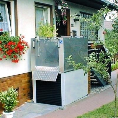 Rollstuhlhebebühne_Behindertenlift_Kärnten_Treppe oben