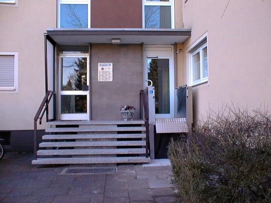 Rollstuhlhebebühne_Behindertenlift_Kärnten_Treppe